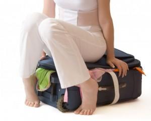 بستن چمدان برای سفر به کانادا